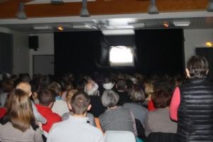 Le spectacle des enfants de l'école a fait salle comble avec le conte Russe Babayaga en ombre Chinoise.